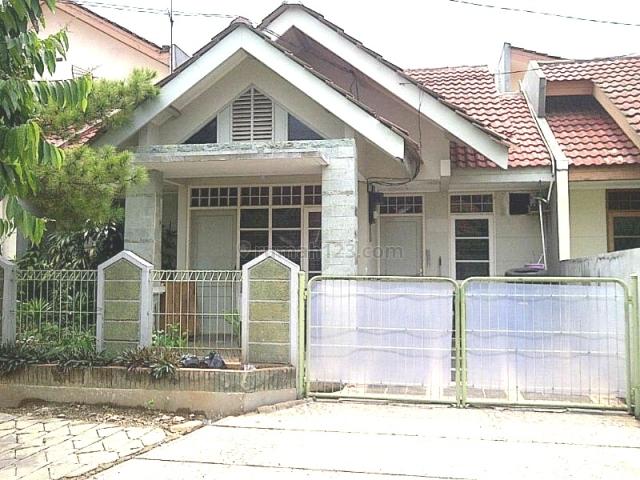 Rmh 1,5 Lantai, 4 Kmr Tdr; dengan  2 Kmr Tdr utama dengan masing-masing Ada Kmr Mandi dalam, BSD Nusaloka, Tangerang