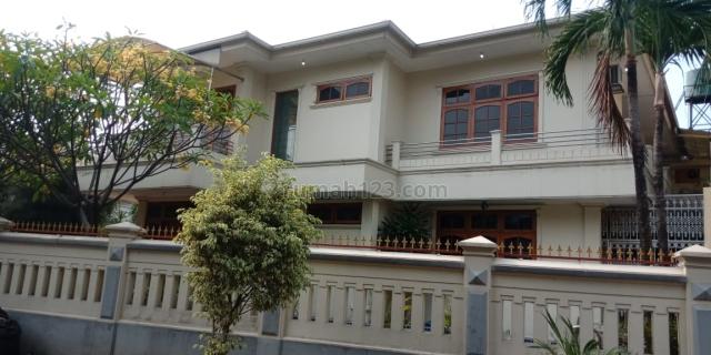 Rumah di pondok indah dekat dengan mall pondok indah kawasan asri akses jalan lebar 2 mobil, Pondok Indah, Jakarta Selatan