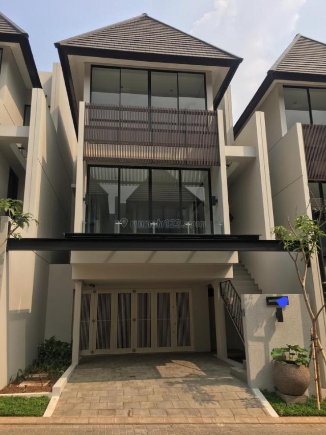 Rumah Lux 3 Lantai type Quantum di Serenia Hills, Lebak Bulus, Jakarta Selatan