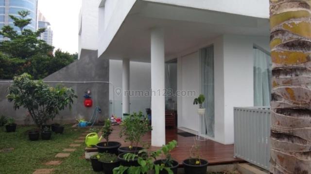 Rumah Tingkat di Jalan Jeruk Purut Raya, Jakarta Selatan AG1193, Cilandak, Jakarta Selatan