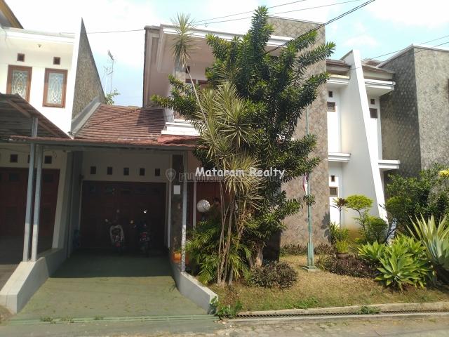 Turun Harga! Rumah Siap Huni Dalam Cluster Eksklusif Cigadung, 5 Menit ke Tubagus Ismail dan Simpang Dago, Dago, Bandung