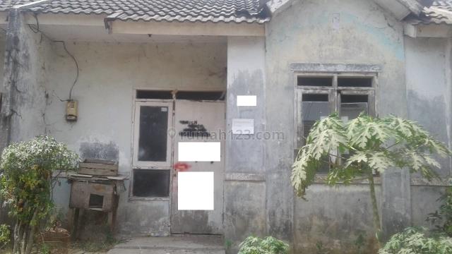 rumah rusak di griya catania citra raya, Panongan, Tangerang