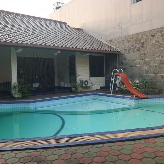 Rumah Bukit Gading Villa asri dengan Spool memiliki 2 akses masuk, Kelapa Gading, Jakarta Utara