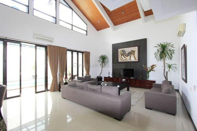 Rumah Nyaman, Siap Huni Area Strategis, Pondok Indah, Jakarta Selatan