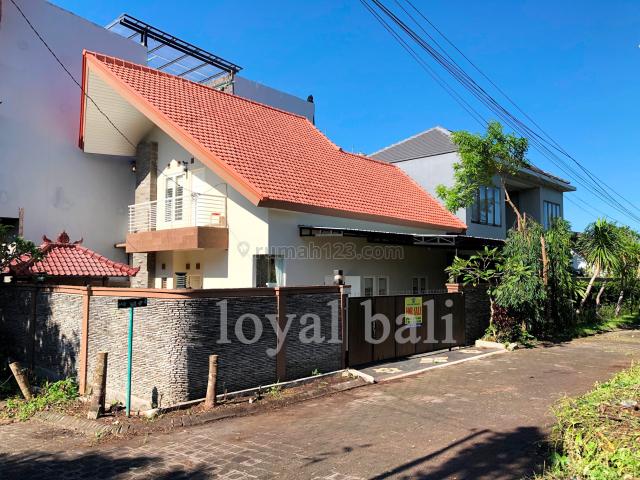 Rumah / Beautiful house with swimming pool at Taman mumbul, Benoa Bali, Nusa Dua, Badung