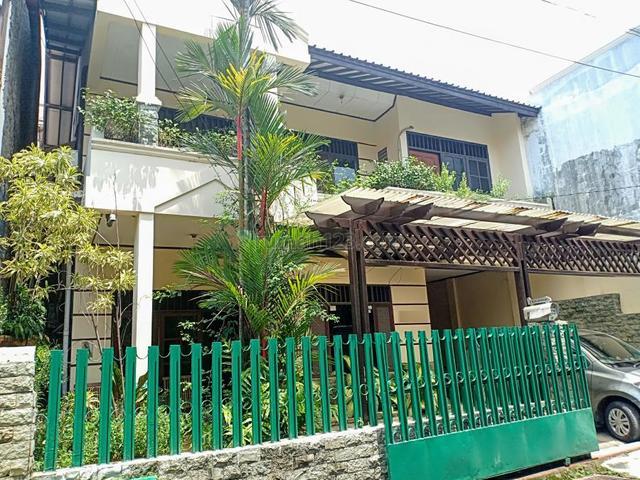 Dijual cepat rumah bagus 2 lantai di Komplek Raya Housing Pondok Gede, Pondok Gede, Bekasi