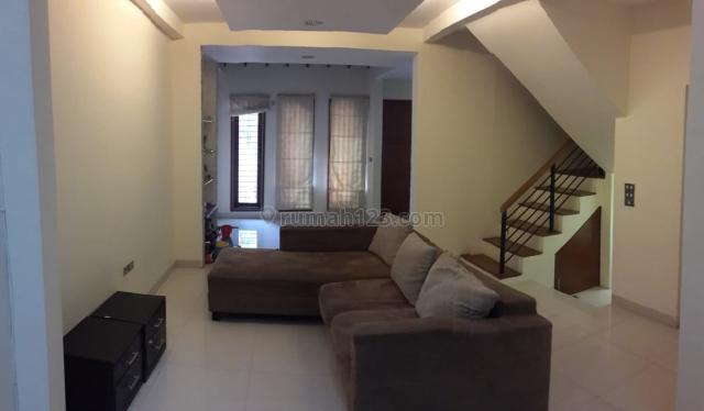 Rumah cantik 2,5 lantai, siap huni. Renov. Jl. Kelapa Hybrida, Kelapa Gading, Kelapa Gading, Jakarta Utara