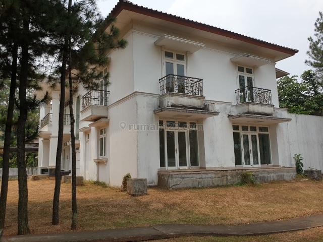 Rumah dengan free taman sangat luas dan view danau, BSD, Tangerang