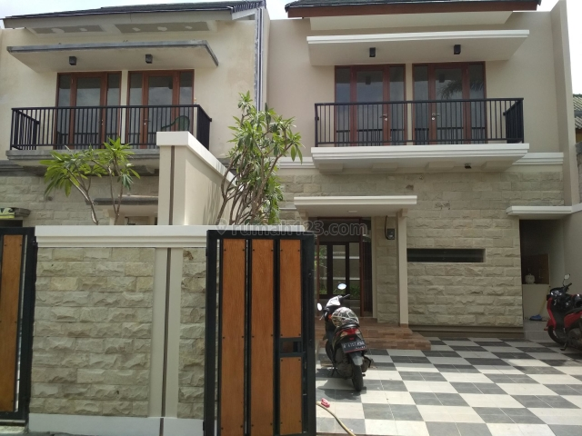 Rumah Baru kokoh di Jatiwaringin Bekasi, Cawang, Jakarta Timur