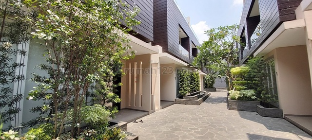 Townhouse di Kemang, Jakarta Selatan, Dalam Cluster, Lokasi dekat Kemang Village, Private Pool, Kemang, Jakarta Selatan