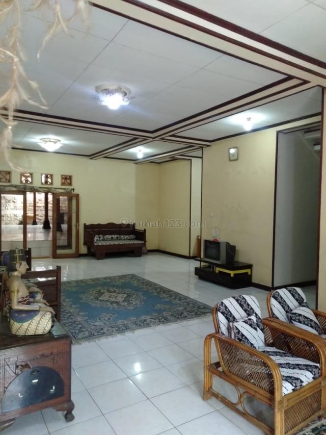 Rumah Berada Di Komplek Yang Elite Di Setraduta, Sarijadi, Bandung