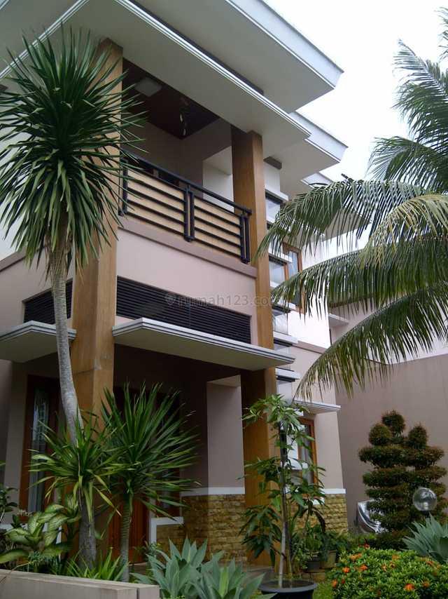 Town House Mewah Dan Astri, Kebagusan, Jakarta Selatan