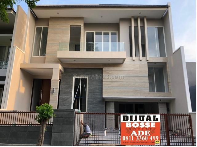 Rumah Baru Minimalis Modern 2,5 lantai di Pakuwon City, Pakuwon City, Surabaya