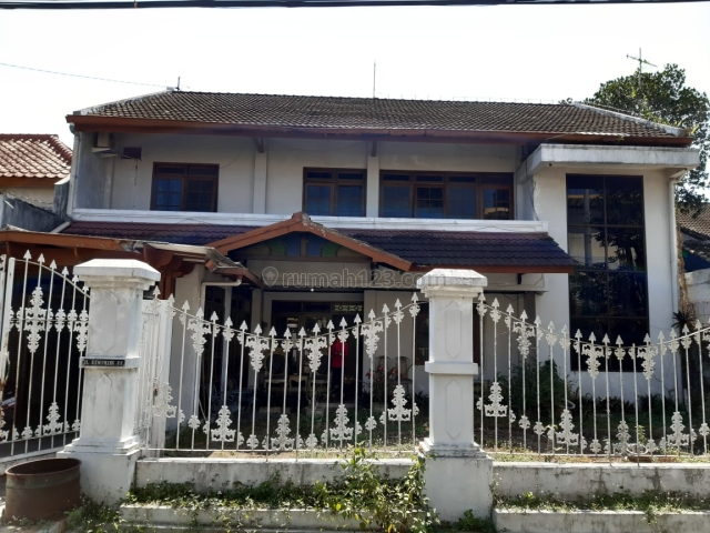 Rumah besar dan mewah di Sawitsari dekat kampus UGM dan pusat bisnis JL Kaliurang, Condong Catur, Sleman