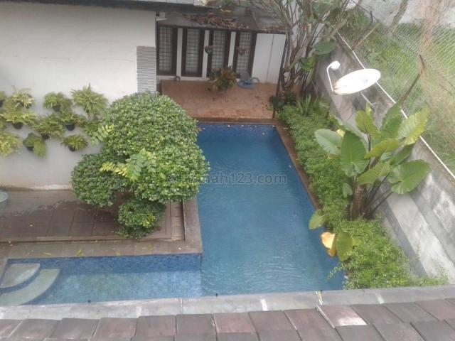 Rumah Cantik beserta Showroom Mobil dan Lapangan, Ciputat, Tangerang Selatan
