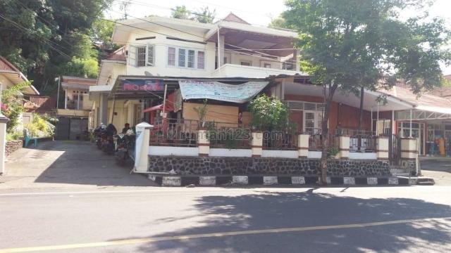 rumah depan jalan raya sudirman ( pusat kota ), Wenang, Manado