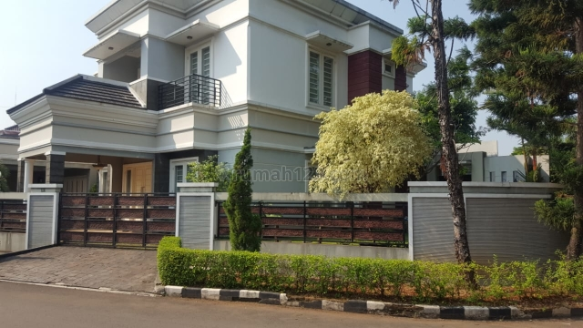 Rumah Hook Mewah Dengan Kolam Renang, Bumi Bintaro Permai, Bintaro Jaya, Bintaro, Jakarta Selatan