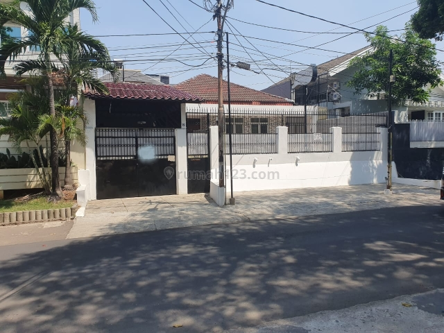 Rumah Cocok Untuk Kantor di Daerah Senopati Kebayoran Baru Jalan Lebar, Senopati, Jakarta Selatan