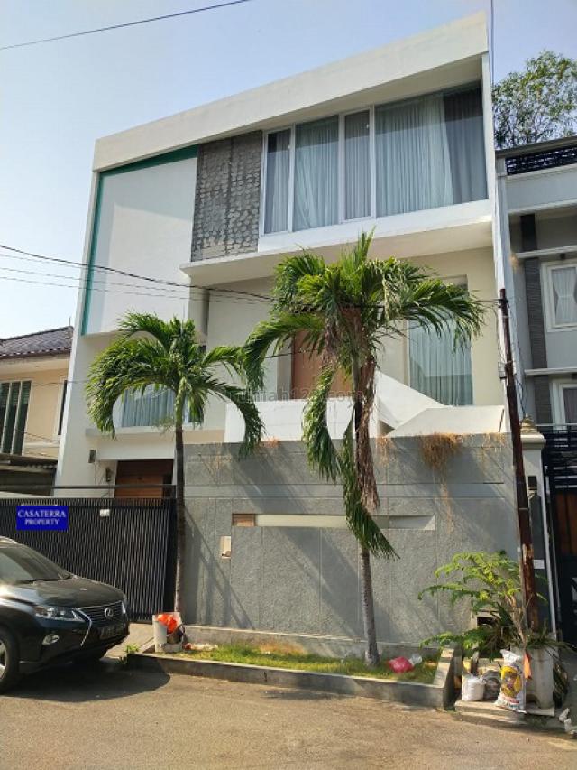 RUMAH MODEL MINIMALIS KOMPLEK GADING KIRANA UKU 11X17 STRATEGIS 3 LANTAI JL CUKUP LEBAR RAPI BAGUS MEWAH JARANG ADA HRG MENARIK., Kelapa Gading, Jakarta Utara