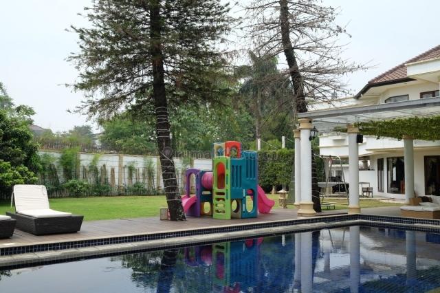 Rumah Luas ada swimming Pool dan Backyard 5 menit tol Andara di Pondok Labu Jakarta Selatan, Ragunan, Jakarta Selatan