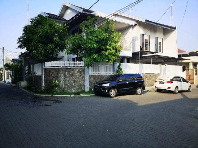 Rumah Hook Daerah Simpang Darmo Permai Selatan, Sambikerep, Surabaya