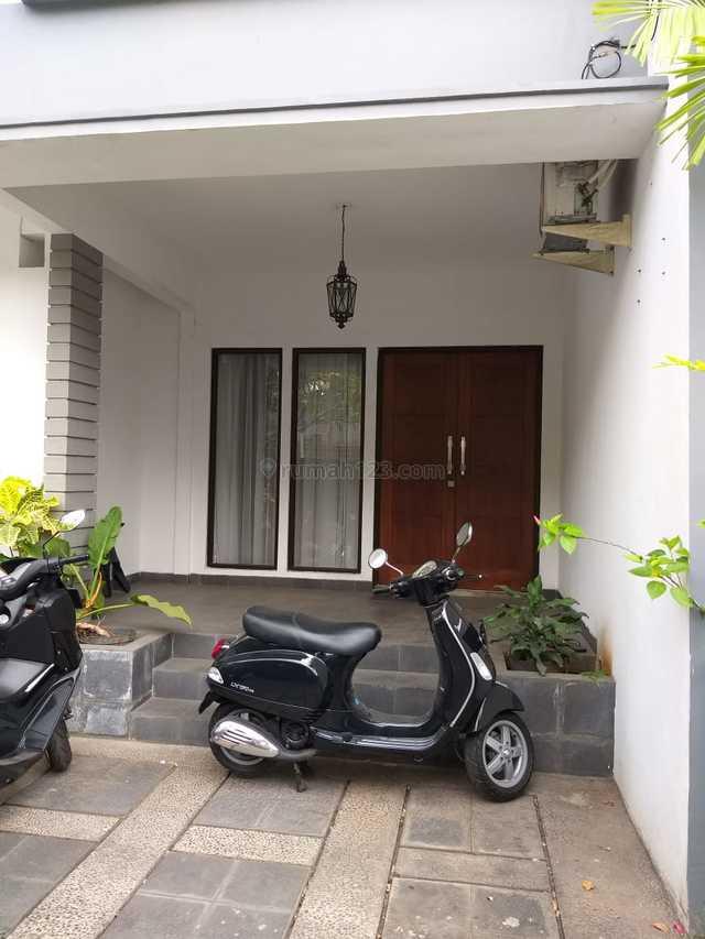 Rumah Sewa di Kebayoran Baru Jl Leuser, Kebayoran Baru, Jakarta Selatan