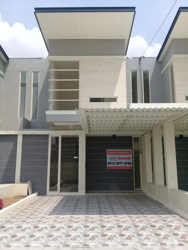 Rumah di Jl Dr Wahidin Perum Green Garden Kebomas Gresik, Kebomas, Gresik
