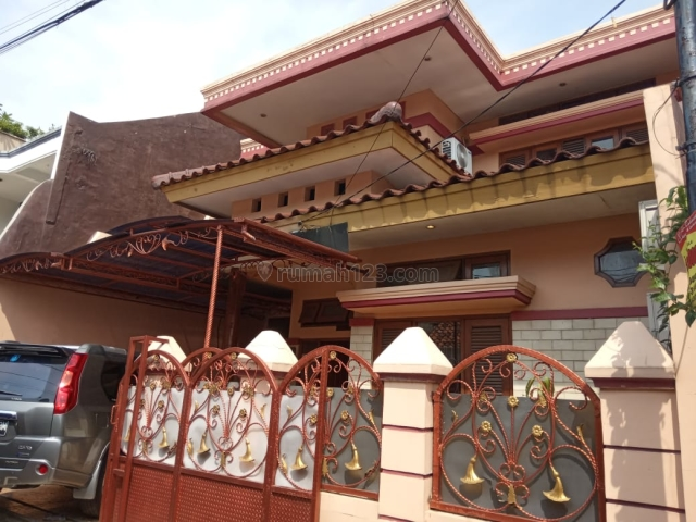 Rumah cantik 2 Lt SIAP HUNI di lingkungan Aman nyaman Tentram di KOMPLEK DEPSOS, Bintaro, Bintaro, Jakarta Selatan