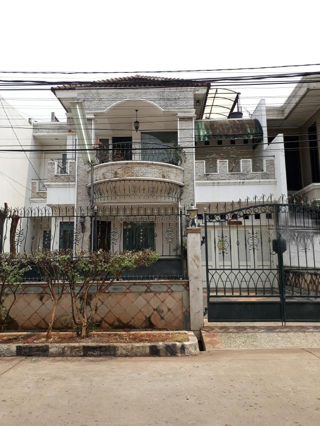 Rumah 2 lantai uk. 10 x 20 di Taman Ratu, jalan lebar, hadap Selatan., Taman Ratu, Jakarta Barat
