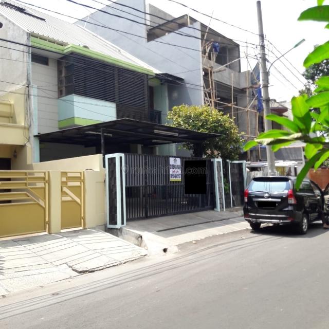 Rumah 3 Lantai Siap Huni di Puri Indah Blok.E, Puri Indah, Jakarta Barat
