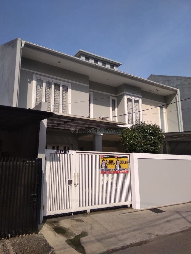 Comfortable And Modern House At Pinang Mas Pondok Indah Kebayoran Lama South Jakarta, Kebayoran Lama, Jakarta Selatan