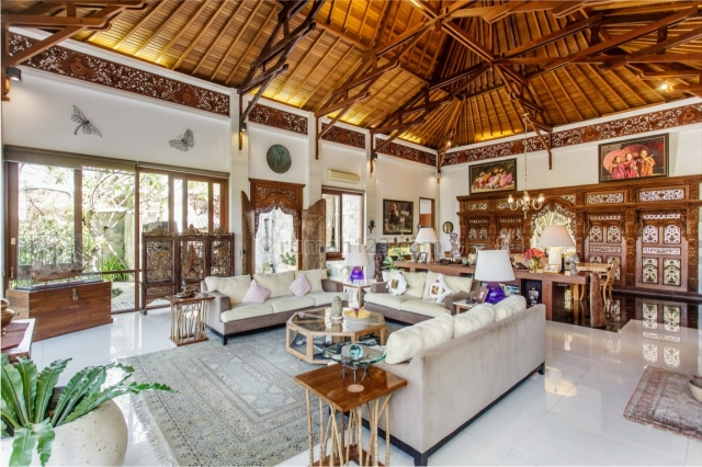 SUPER VILLA in Berawa and TOP LOCATION!!! Special C19 PRICE !!! PAY CASH This Month only IDR.15.Billion !!! Reduced PRICE !!Beautiful villa close to the Berawa beach, Canggu, Badung
