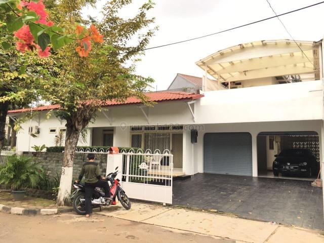 rumah hoek di mampang prapatan, Mampang Prapatan, Jakarta Selatan