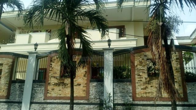 Rumah di Simprug Garden  jakarta selatan, Kebayoran Lama, Jakarta Selatan