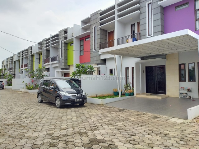 Rumah cantik 2 lantai ready stock siap huni lokasi strategis 15 menit akses MRT, Ciputat Timur, Tangerang