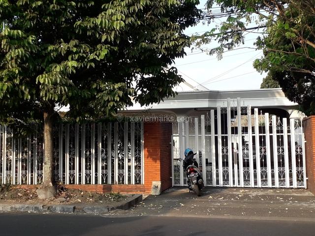 Rumah Kuno Terawat Jalan Cokroaminoto Kota Malang, Klojen, Malang