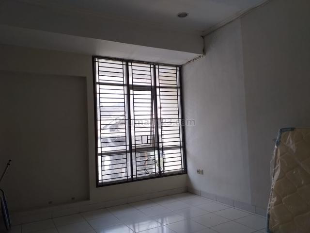 Rumah sudah renovasi, nyaman dan siap huni (tinggal bawa koper), lokasi strategis di tanjung duren selatan jakarta barat dengan harga rp. 65.000.000 / tahun nego!!, Tanjung Duren Selatan, Jakarta Barat
