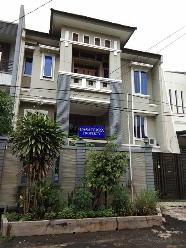 RUMAH KOMPLEK CENGKIR MODEL MINIMALIS UKU 10X20 LOKASI STRATEGIS 3 LANTAI HADAP SELATAN  JALAN LEBAR JARANG ADA., Kelapa Gading, Jakarta Utara
