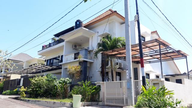Rumah / Modern House on The Corner Position at Jimbaran Badung Bali, Jimbaran, Badung