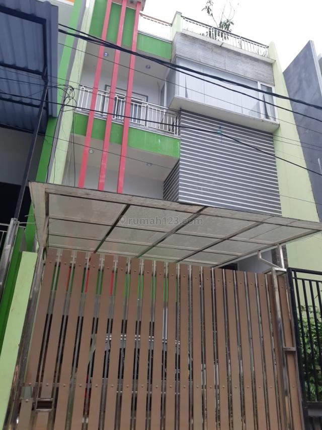 Rumah 3 lantai uk. 7 x 17 di Taman Ratu, hadap Utara, jalan 2 mobil, Taman Ratu, Jakarta Barat