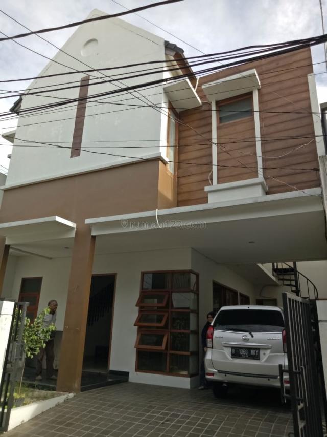 Rumah Cantik 2 Lt dekat Stasiun MRT Fatmawati, Cilandak Barat, Cilandak, Jakarta Selatan