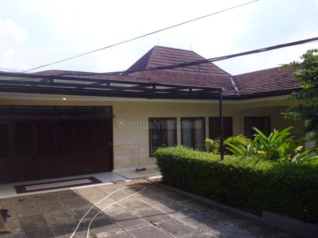 Beautiful house at Kemang area with single storey building 3000 USD, Kemang, Jakarta Selatan