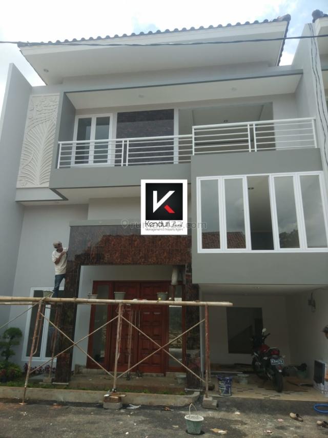 Rumah minimalis 2.5 lantai harga ekonomis lokasi Dalam cluster, Jagakarsa, Jakarta Selatan