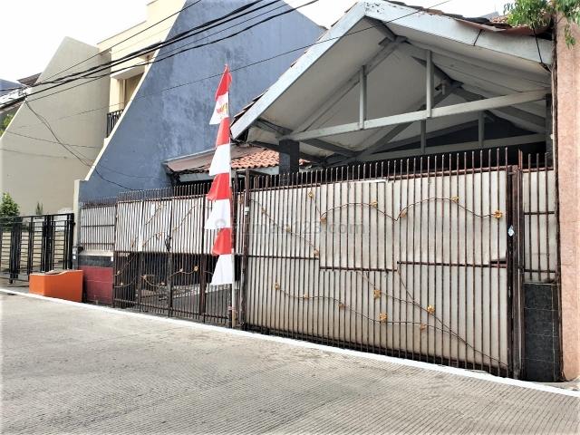 RUMAH STANDARD KOMPLEK WALIKOTA UKU 8X15 STRATEGIS DEKAT KE MALL MKG JALAN 1.5 MOBIL HADAP SELATAN CARPORT 2 MOBIL HARGA BAGUS JARANG ADA RAPI., Kelapa Gading, Jakarta Utara