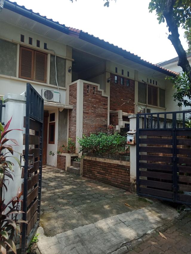 Rumah Hadap Timur, Rempoa, Tangerang