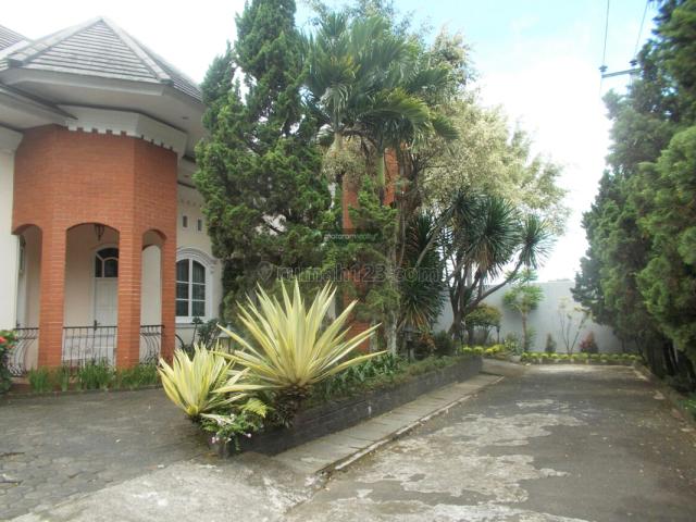 Rumah di Komplek Setraduta, Sayap Pasteur. (Halaman Luas), Setra Duta, Bandung