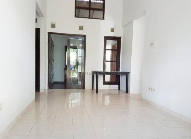 Rumah Cantik Siap Huni Semi Furnished Di Graha Raya, Graha Raya, Tangerang