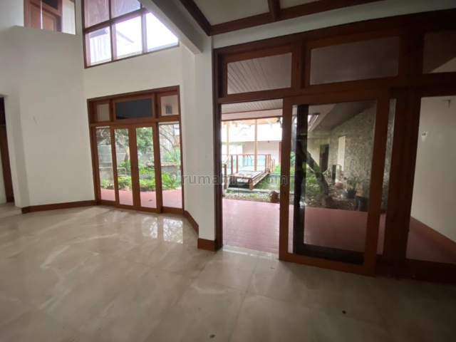 Rumah Turun Harga pondok indah lokasi dg View Golf., Pondok Indah, Jakarta Selatan