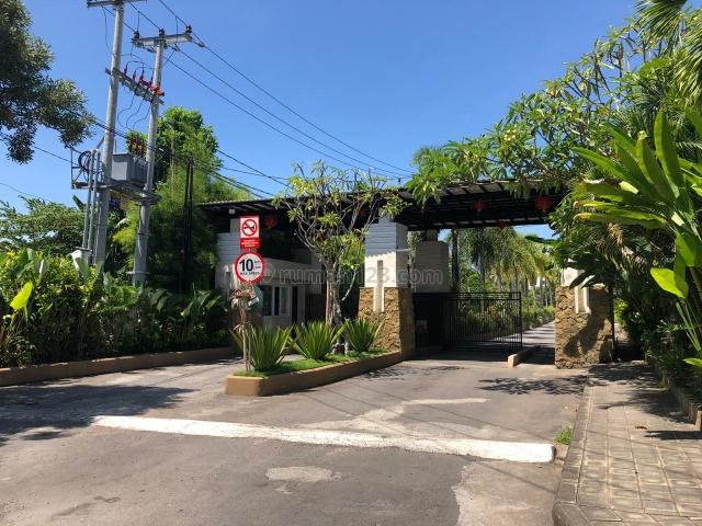 RUMAH DI KOMPLEK PERUMAHAN ROYAL RESIDENCE, Taman, Badung