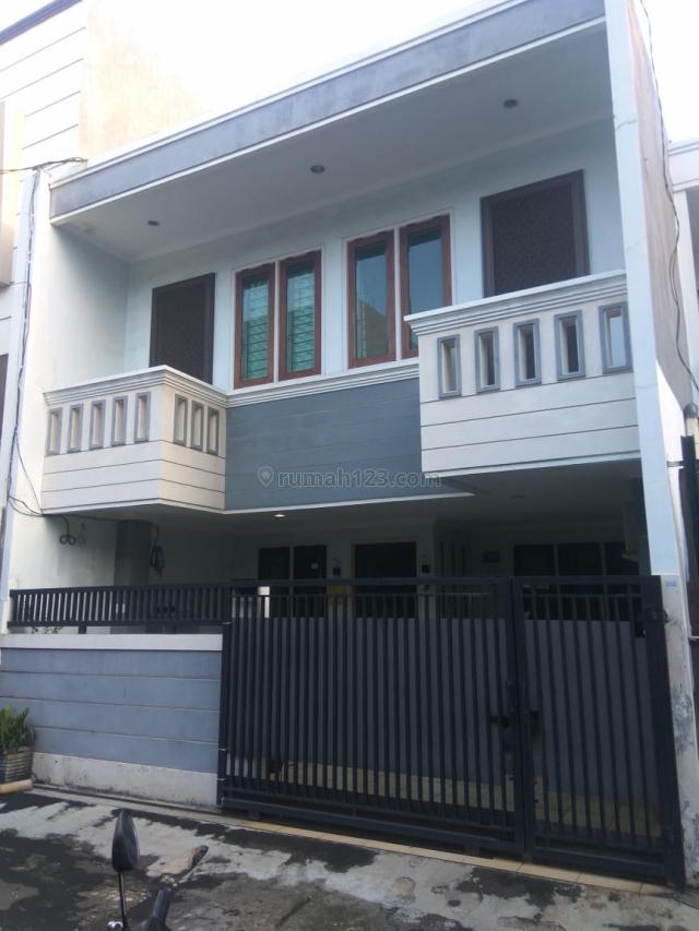 RUMAH BAGUS AGUNG BARAT UKU 6X15 LOKASI STRATEGIS 2 1/4 LANTAI TINGGI JALAN HADAP SELATAN BEBAS BANJIR HARGA BAGUS JARANG ADA., Sunter, Jakarta Utara